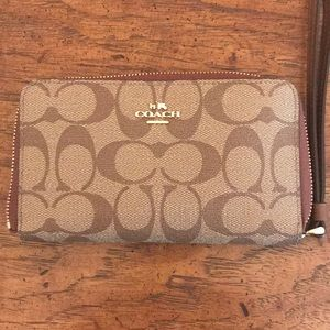 Coach Signature wallet like new.